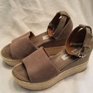 STEVE MADDEN grey suede wedges